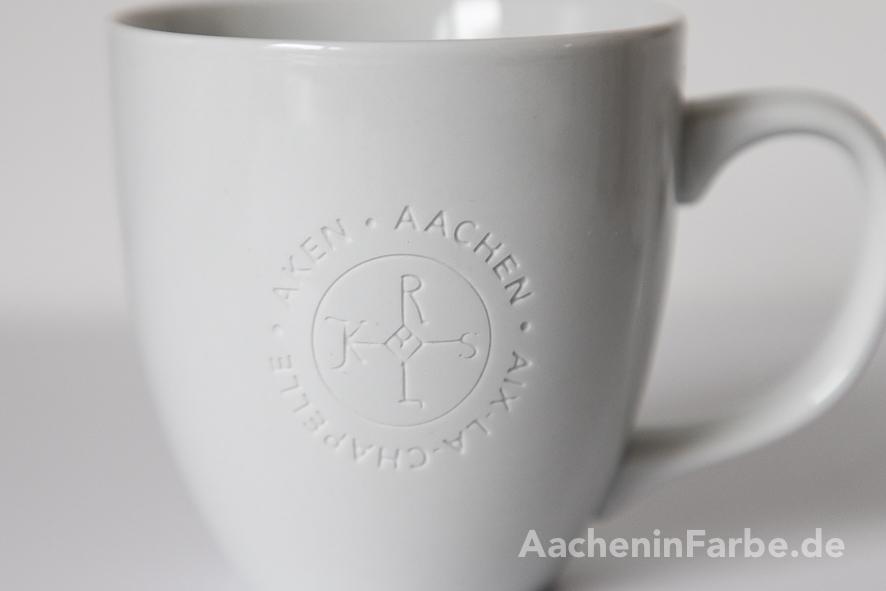"""Becher Karlssiegel """"Aachen Aken Aix-la-Chapelle"""", weiß, graviert"""